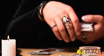 Barajar antes de una tirada de Tarot - Aprender Tarot - Tarot10