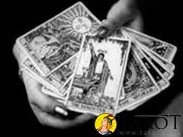 Predecir el futuro y tomar una decisión en el Tarot - Tarot10